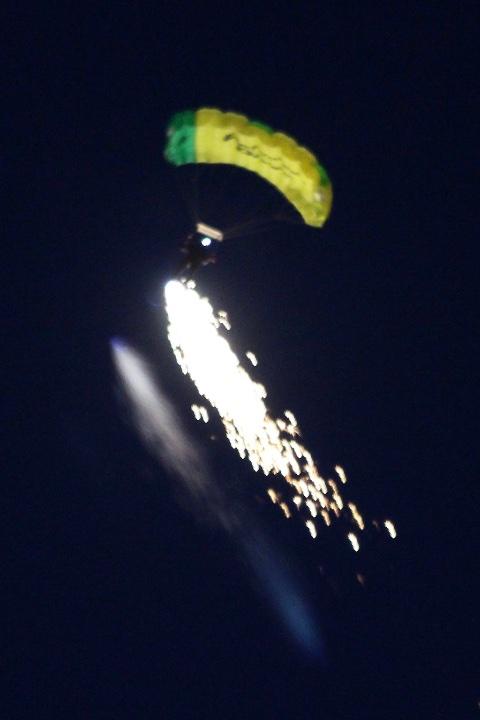 parachutist-001