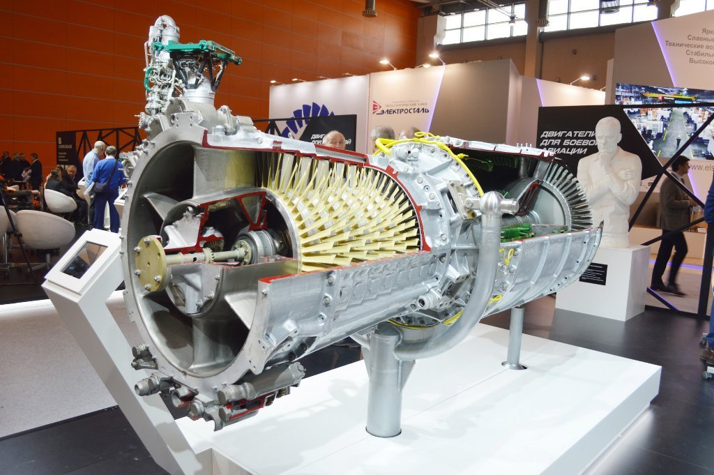 A cutaway TR-1 turbojet, with the bust of Arkhip M. Lyul'ka in the background
