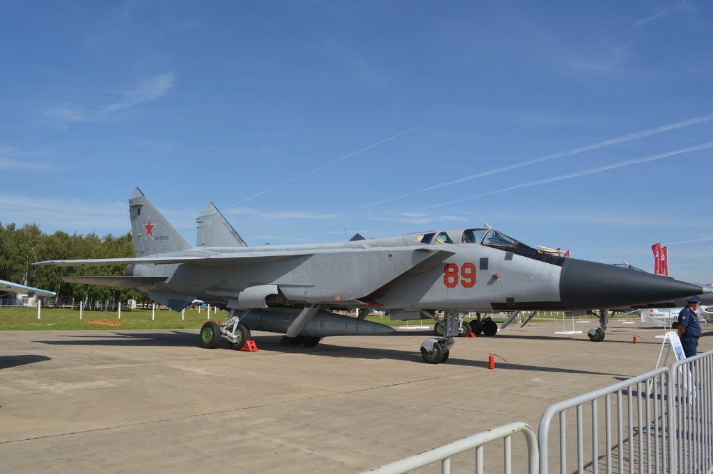 MiG-31K '89 Red'/RF-95200 with a Kinzhal missile