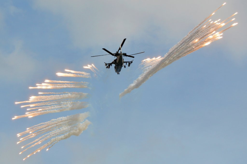 Ka-52 '89 Red'/RF-13428 fires a volley of IRCM flares