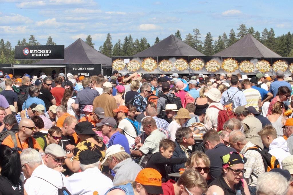 crowd-001