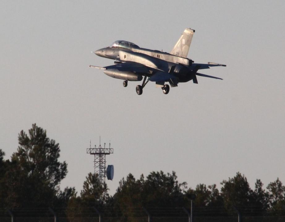 f16-005